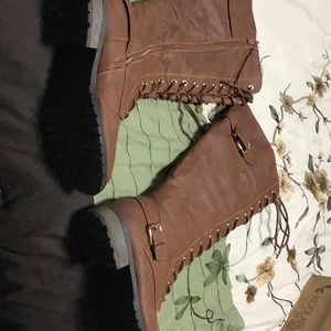Like new Brown boots 10 worn once no scratches